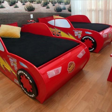 Inigualables muebles para ni os interiores for Cuartos decorados rayo mcqueen