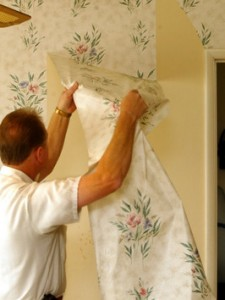 how to take wallpaper down with a steamer