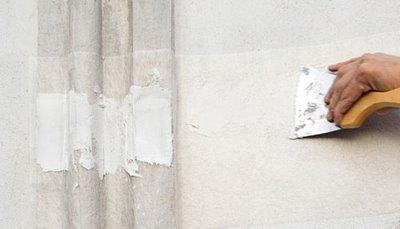 Renellar los agujeros de las paredes y los techos consejos for Grietas en paredes interiores