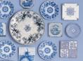 imagen Un rincón azul decorado con platos y cerámicas