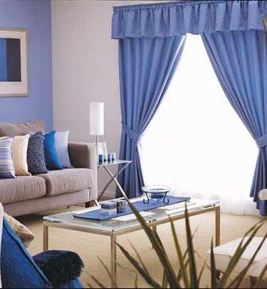 Un living donde predomina el azul
