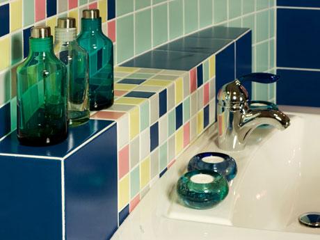 Renueva los azulejos de tu baño con poco dinero
