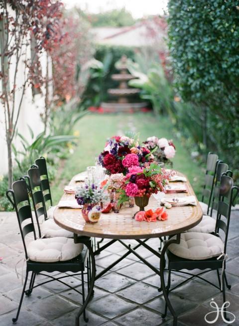Una mesa diferente para una comida en el jard n ideas for Decoracion mesas de jardin