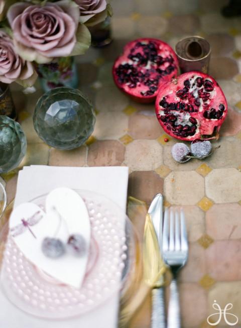 Una mesa diferente para una comida en el jardín-07