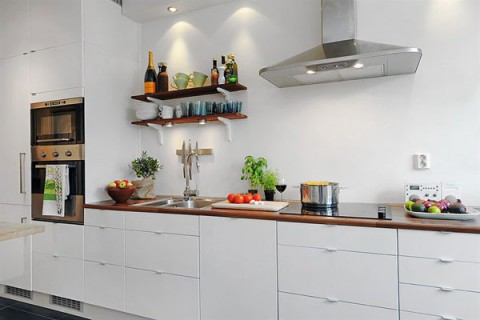 Un piso con encanto propio for Very small apartment kitchen design