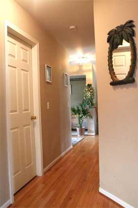 Consejos pr cticos e ideas para decorar el pasillo - Colores ideales para pintar pasillos estrechos ...