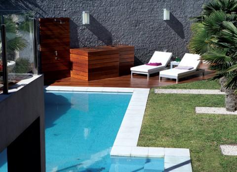 Un jard n interior minimalista for Decoracion de parques con piletas