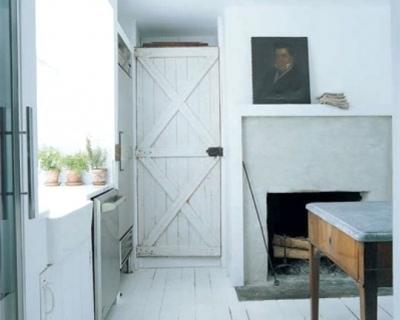 Una cocina blanca y rústica2