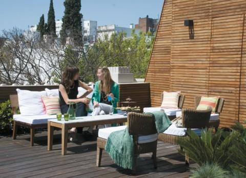 Una terraza con piscina para disfrutar-01