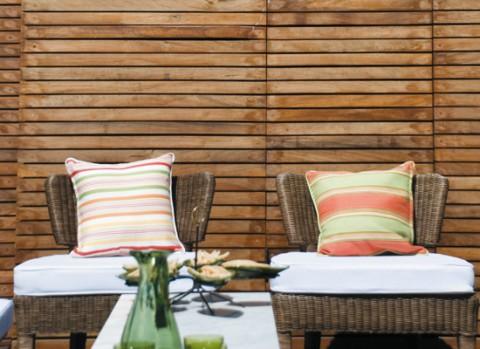 Una terraza con piscina para disfrutar-03
