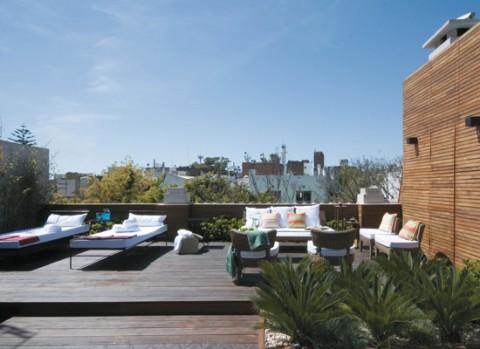 Una terraza con piscina para disfrutar-04