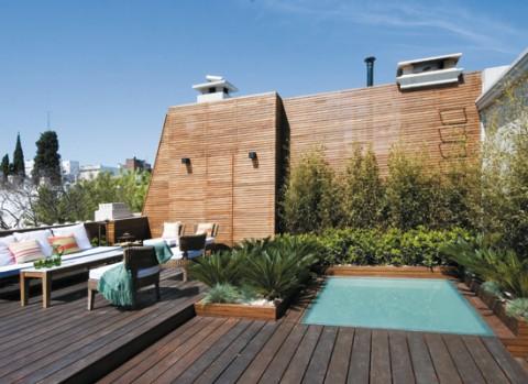 Una terraza con piscina para disfrutar-05
