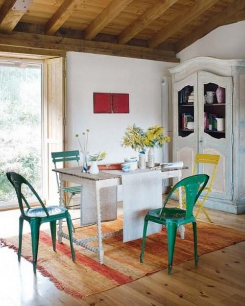 Una casa rural de estilo rústico y muy colorida-06