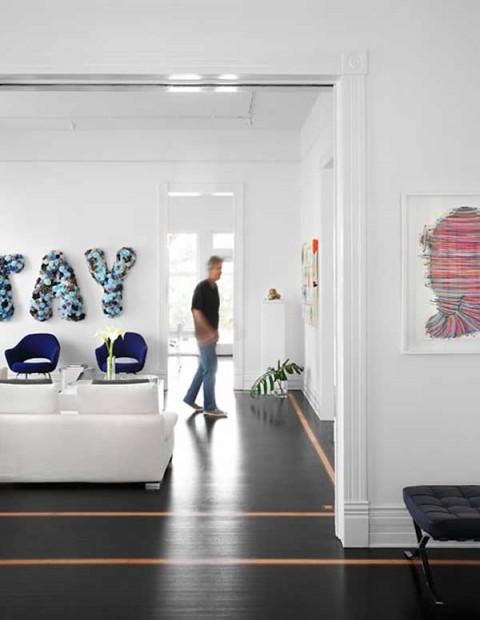 una residencia renovada con interiores modernos-03