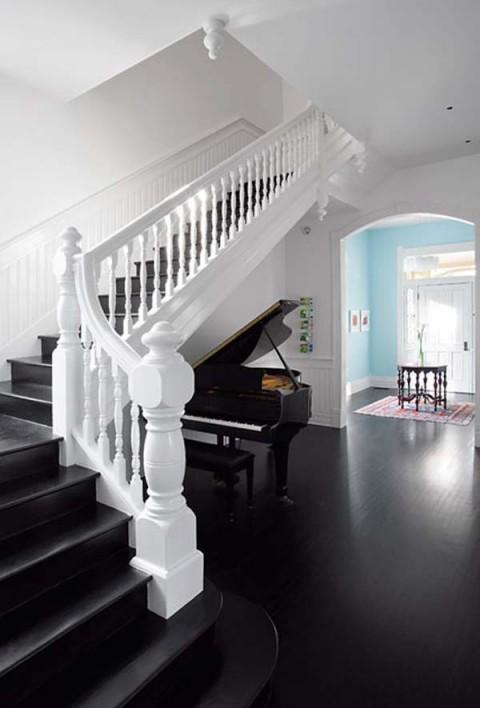 una residencia renovada con interiores modernos-06