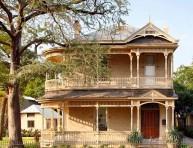 imagen Casas: una residencia renovada con interiores modernos