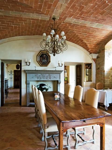 El estilo r stico en una residencia italiana for Cuantos estilos de decoracion de interiores existen