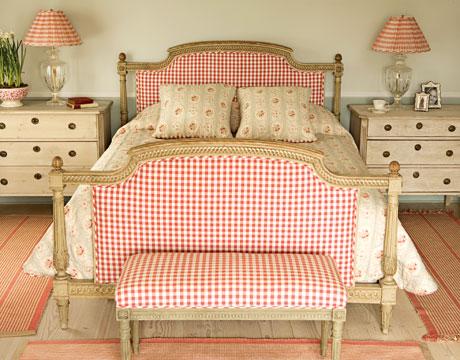Rojo, rosado y lila en las habitaciones-06