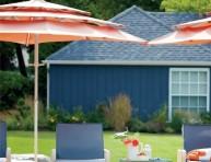 imagen Una casa en naranja, azul y blanco