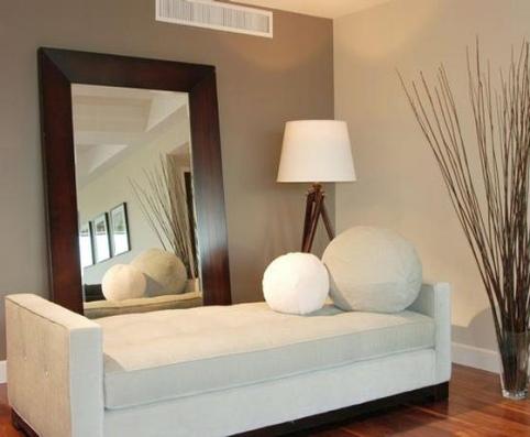 Decora con espejos tu hogar for Como hacer un espejo con marco de madera