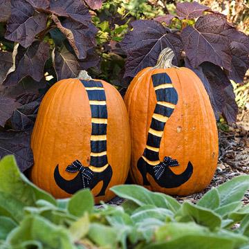 Halloween decora con calabazas talladas y disfrazadas - Calabazas de halloween pintadas ...
