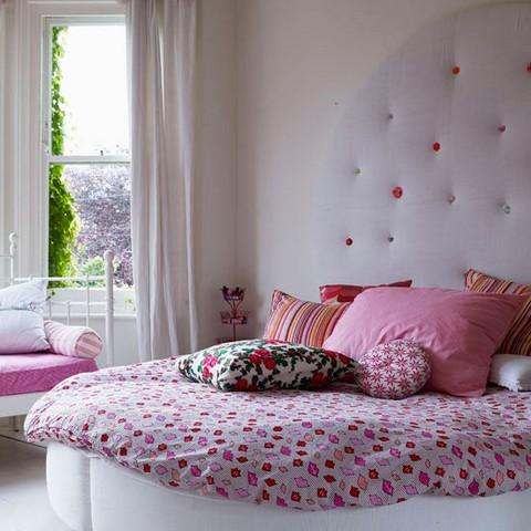Дизайн комнаты кровать