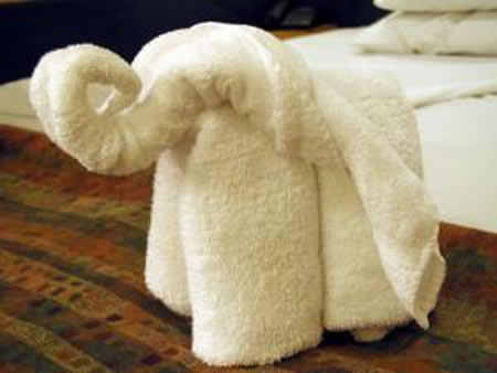 c mo doblar las toallas de ba o al estilo origami