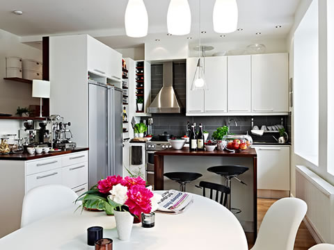 Una casa decorada al estilo escandinavo moderno for Comedor estilo moderno