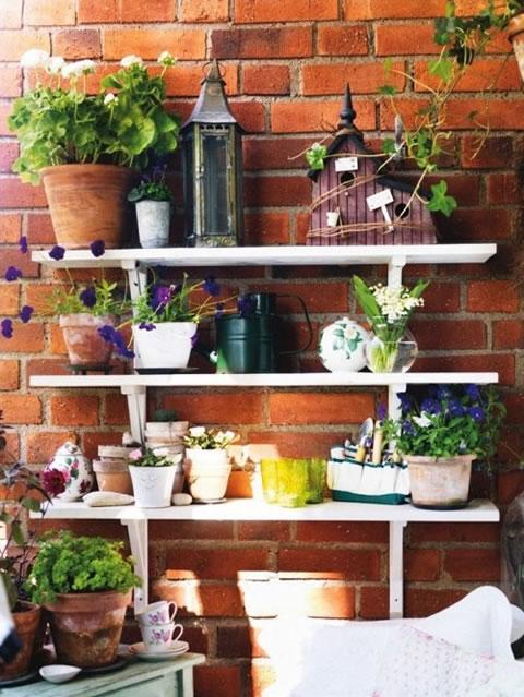 Un balc n de estilo vintage - Decoracion de balcones con plantas ...