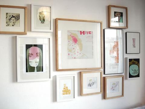 Distribuye bien tus cuadros en la pared - Decorar salon con cuadros ...