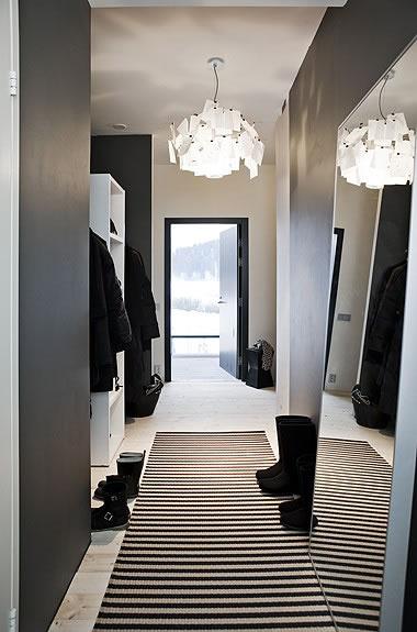 Ideas para un pasillo estrecho for De que color es el oscuro y estrecho pasillo