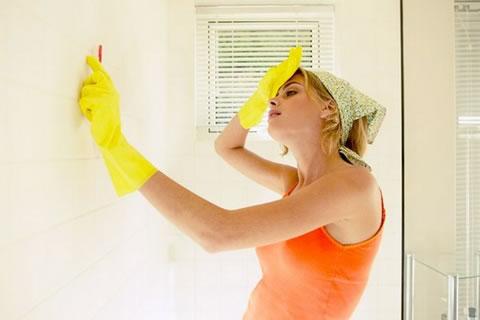 Simplifica la limpieza del ba o for Como limpiar las paredes del bano