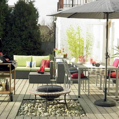 csped y plantas una terracita en la que descansar una pequea piscina y una barbacoa son los de la terraza o jardn ideal para los meses
