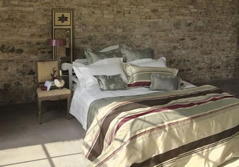 Ideas para decorar tu dormitorio con piedra - Camas decoradas ...