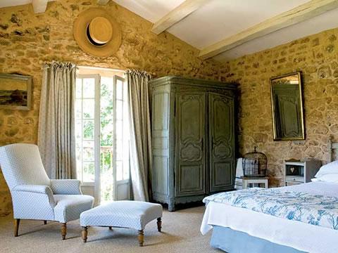 Ideas para decorar tu dormitorio con piedra for French style bedroom designs