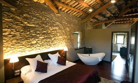 Ideas para decorar tu dormitorio con piedra - Cabeceros de piedra ...