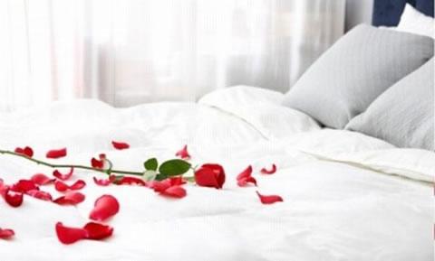 Detalles para una velada romántica en la habitación 2