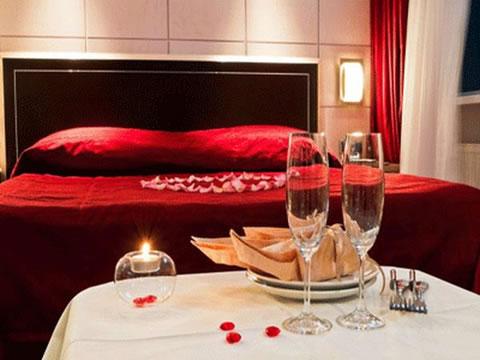 Detalles para una velada romántica en la habitación 3