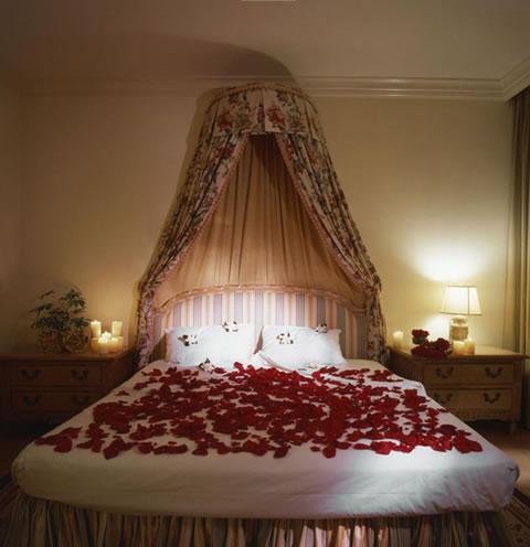 Detalles para una velada romántica en la habitación 5