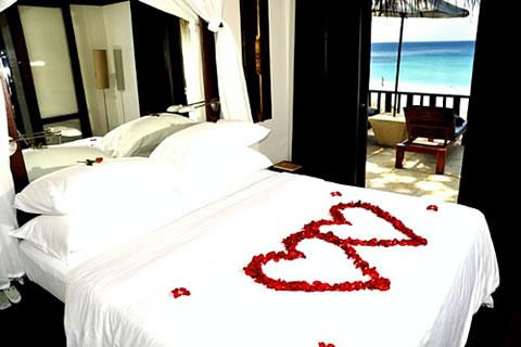 Detalles para una velada romántica en la habitación 6