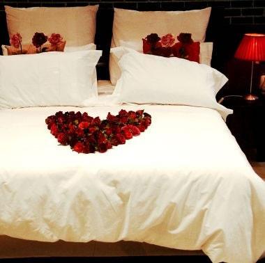 Detalles para una velada romántica en la habitación 7