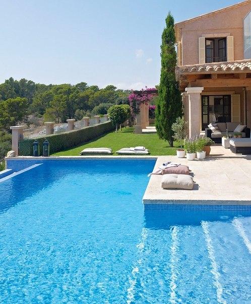 Una casa de playa para enamorarse for Apartamentos con piscina y playa