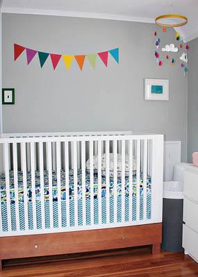 Habitación para bebés con detalles retro 7