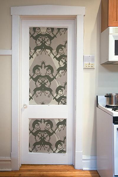 Puertas con papel pintado 10