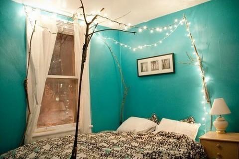 Luces de navidad en la habitación 8