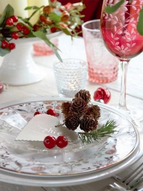Decoraci n con pi as en la mesa de navidad - Decoracion navidena con pinas ...