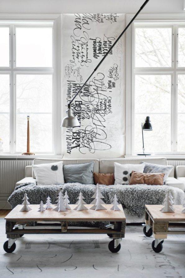Decoración navideña en una casa escandinava