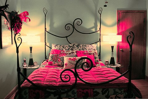 Habitaciones en rosa y negr