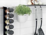 imagen Ideas prácticas para colocar especieros en la cocina