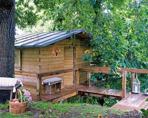 Mini casa r stica junto al bosque for Jardines de casas rusticas